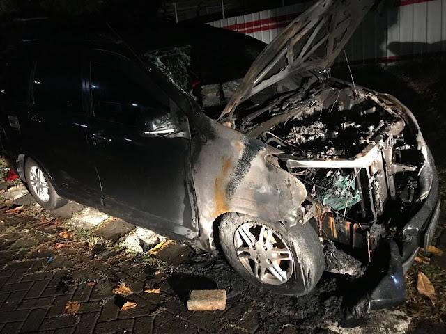 Penampakan Mobil Neno Warisman yang Terbakar