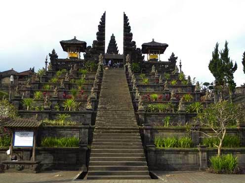 Pura Besakih merupakan pura terbesar dari pura yang ada di pulau Bali yang mengatakan pem Objek Wisata Pura Agung Besakih Bali