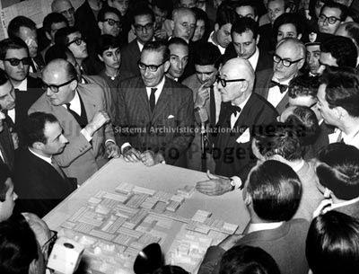 Le Corbusier presenta il suo progetto dell'ospedale a San Giobbe