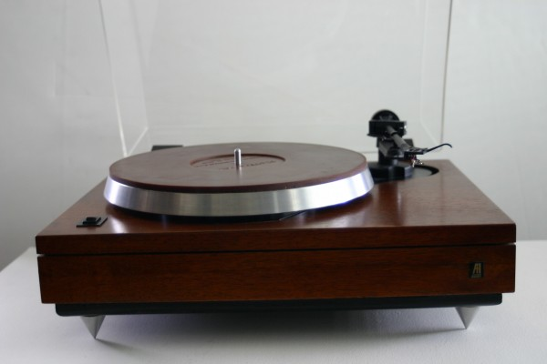 The Vinyl Anachronist: Another beautiful AR turntable at