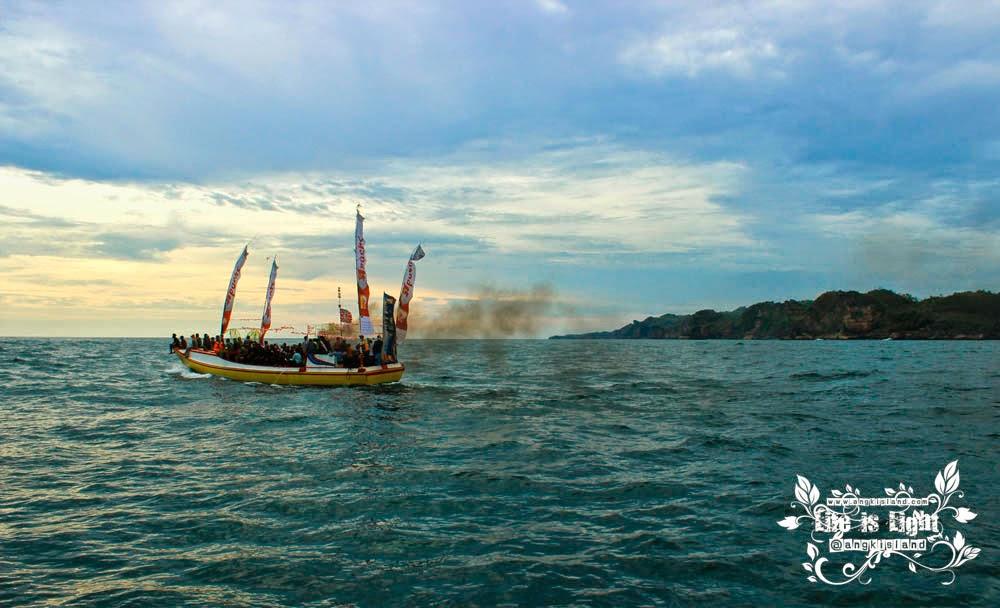 perahu sedekah laut sadeng