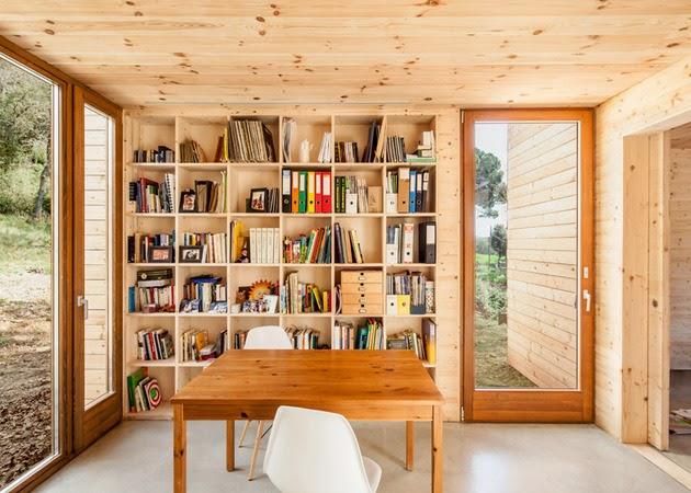 Desain Rumah Kayu Sederhana Berbentuk Persegi