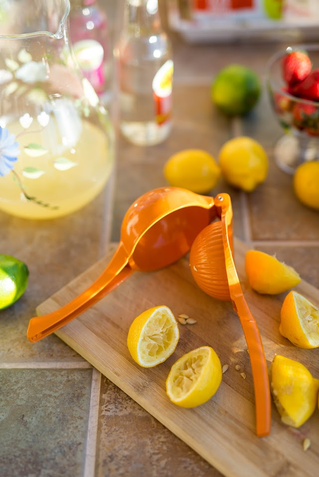 fresh lemonade recipe, lemon juicer, summer drink ideas