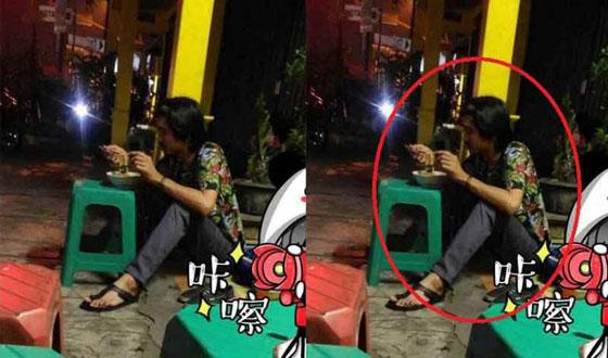 Foto Duta SO7 Makan Mie Ayam Sambil Duduk Dilantai Yang Bikin Heboh Netizen