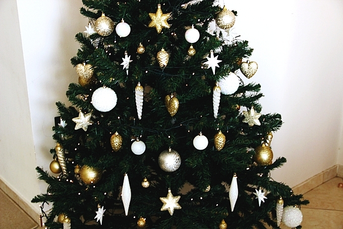 Best white and gold Christmas tree decoration.Best Christmas decoration ideas.Belo-zlatna Novogodisnja i Bozicna dekoracija drveta.