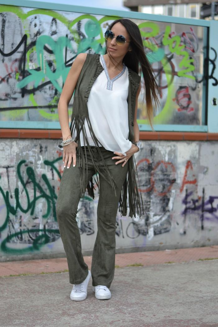 pantaloni zampa camoscio