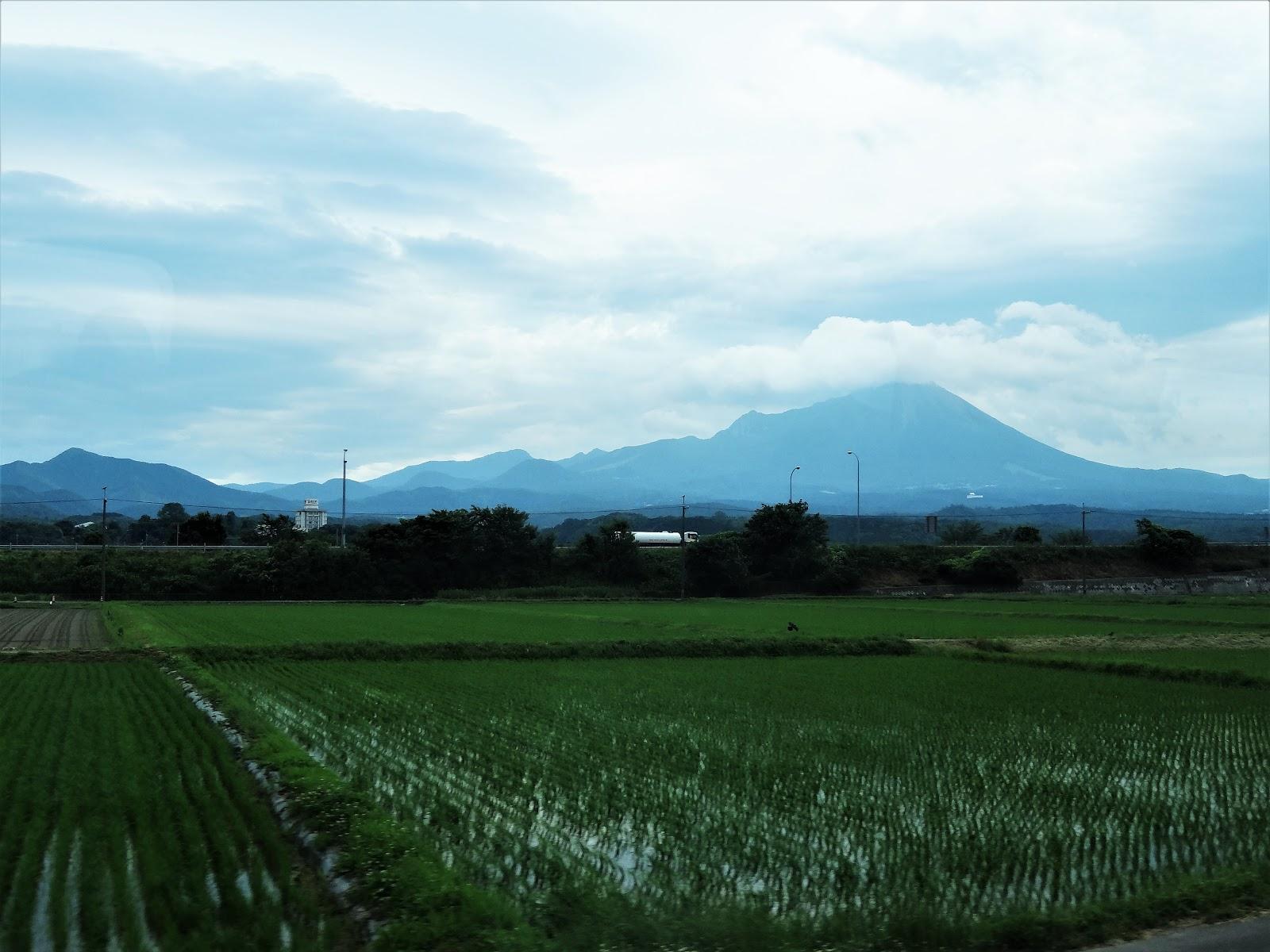 白鳥花を啣む: 神体山・大山~伯...