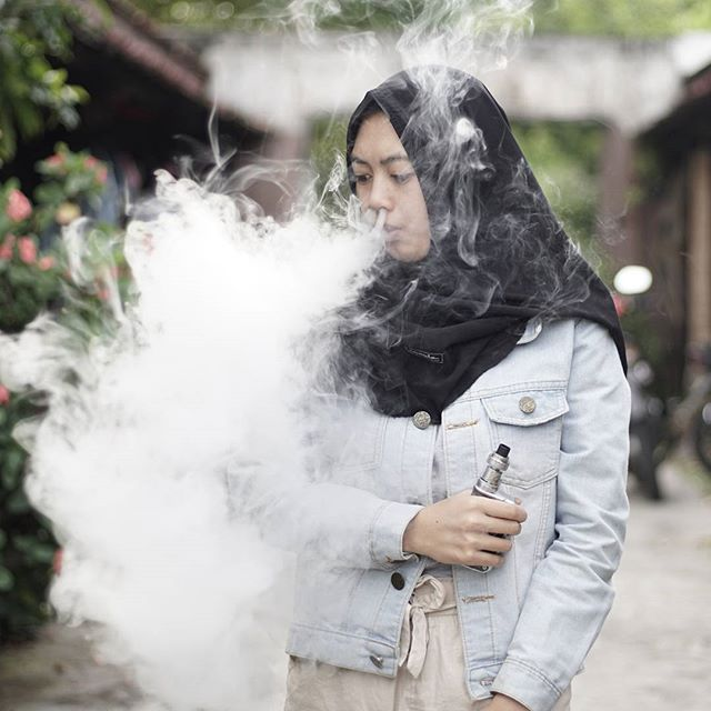 I'm a Woman, I'm Smoking. Problems for you?