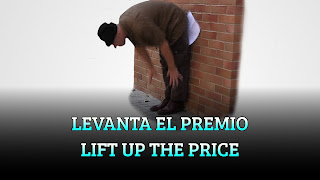 Levanta el premio desde el suelo, CENTER OF GRAVITY, Lift up the price from the ground