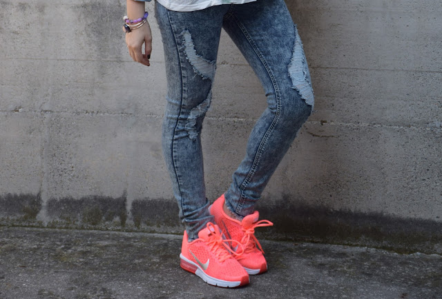 outfit sneakers come abbinare le sneakers nike max air sneakers outfit street style how to wear sneakers nike street style nike air street style