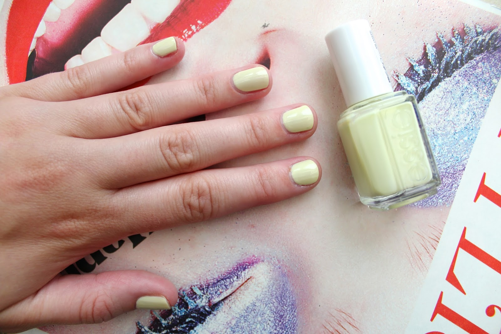 beauty blogger bblogger nails nail of the day essie summer collection chillato art boots drugstore lemon instagram blog
