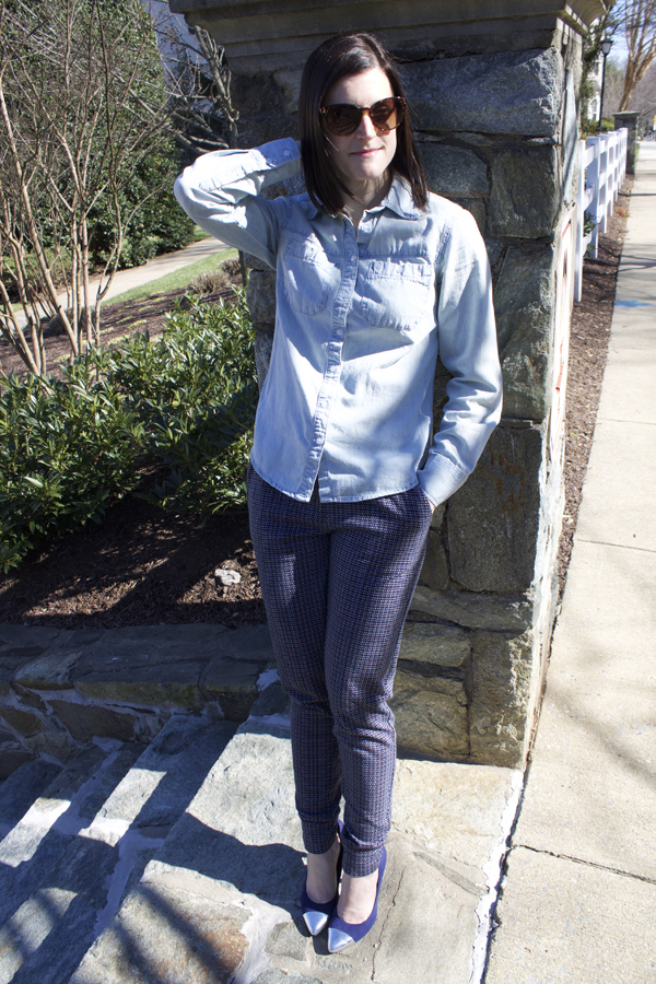 joggers, Joe Fresh, ootd, spring outfit, athleisure, chambray shirt, Target chambray shirt, blue pumps, blue heels, Target heels