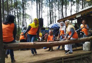 Bergoyang dangdut di Hutan Pinus Precet, Wagir, Malang