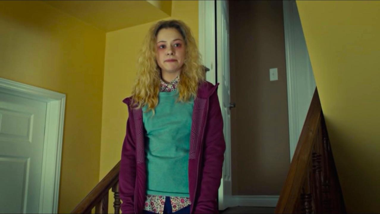Tatiana Maslany interpreta a Helena vestida con la ropa de Alison