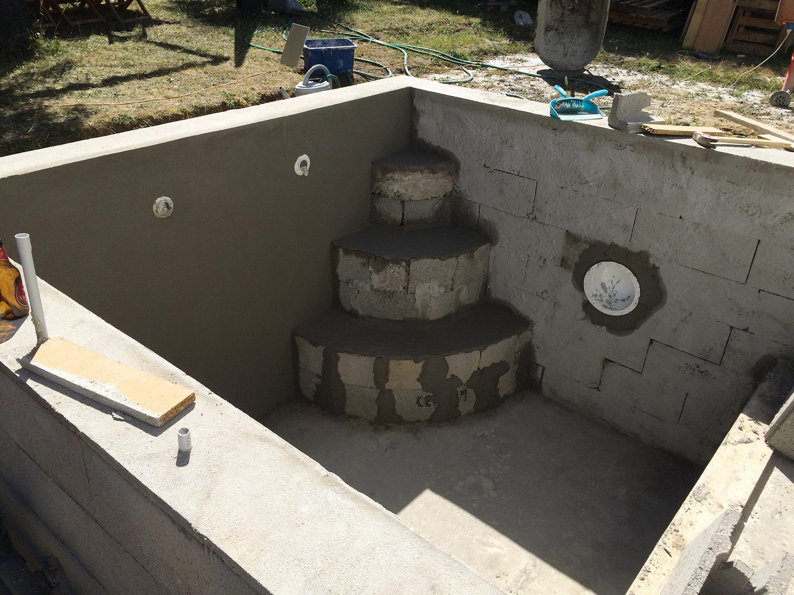 enduit de finition sur l 39 ensemble de la piscine et. Black Bedroom Furniture Sets. Home Design Ideas