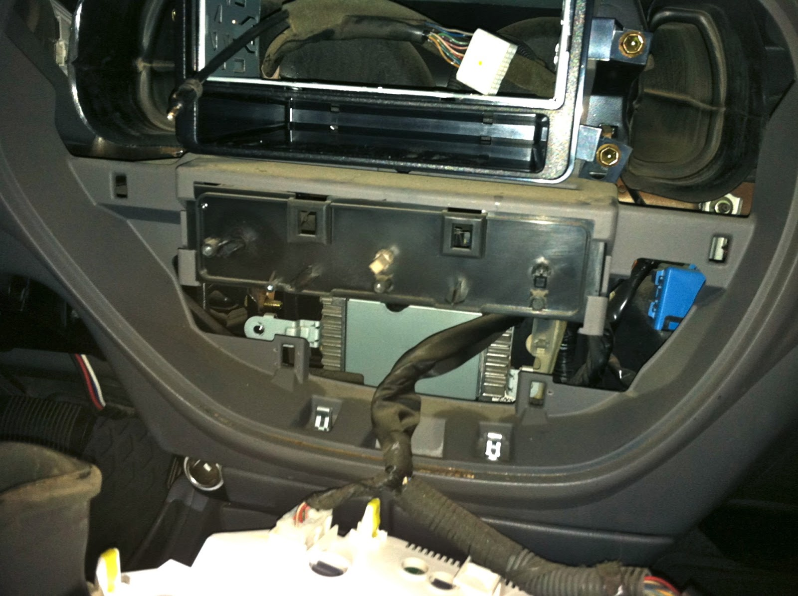 small resolution of 2004 toyota tundra stereo wiring diagram