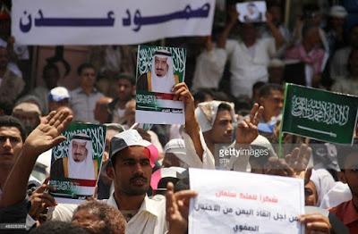 spanduk ucapan terima kasih kepada raja salman oleh rakyat yaman