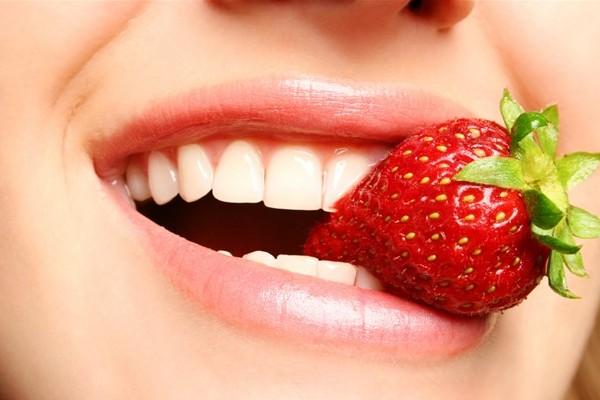 11 Cara Memerahkan Bibir Pucat Secara Alami