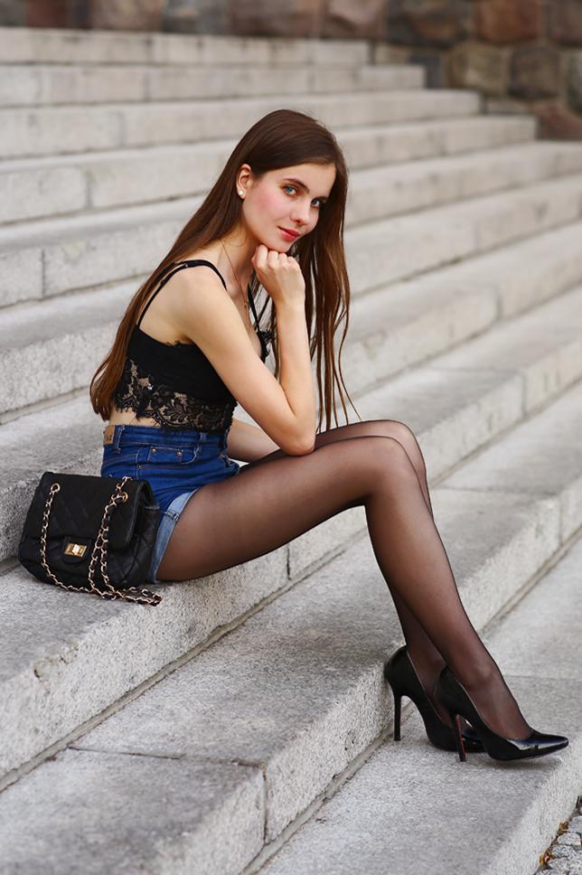 Laura the cumslut - 5 9