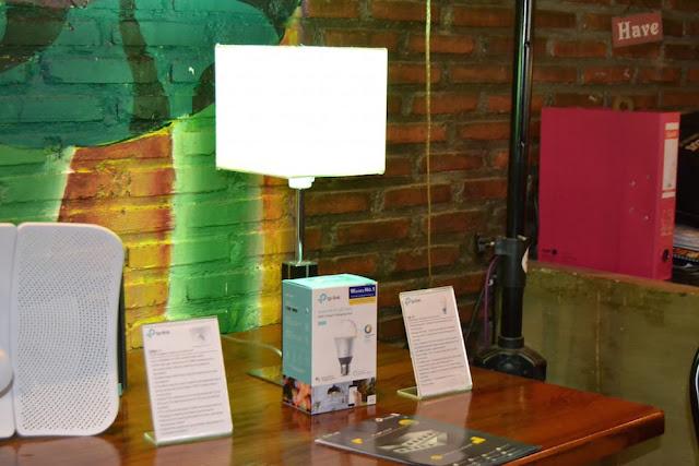 lampu hemat energi yang dikendalikan oleh wifi