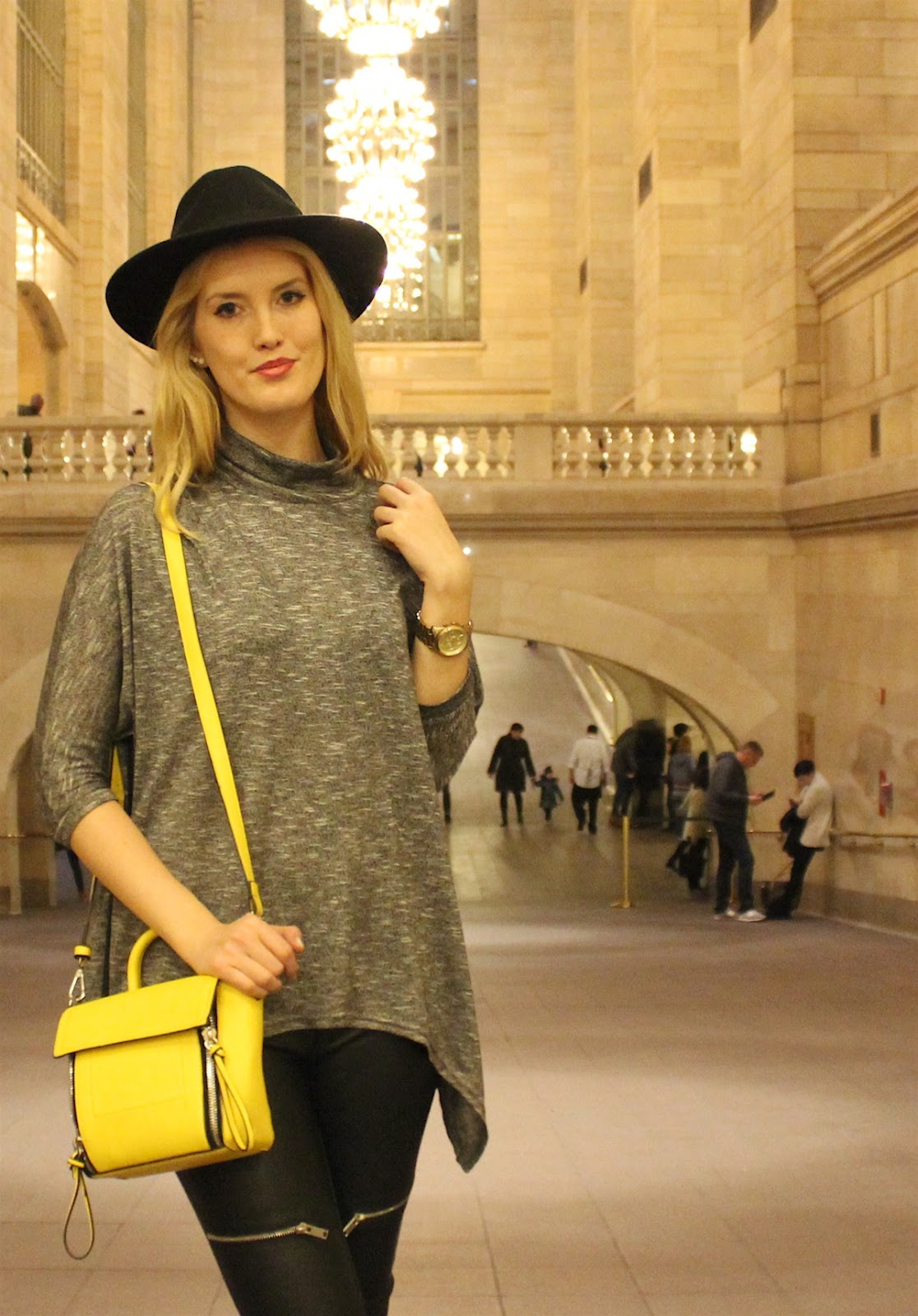 Outfit New York Grand Central Hut Turtleneck Shirt Leather Pants