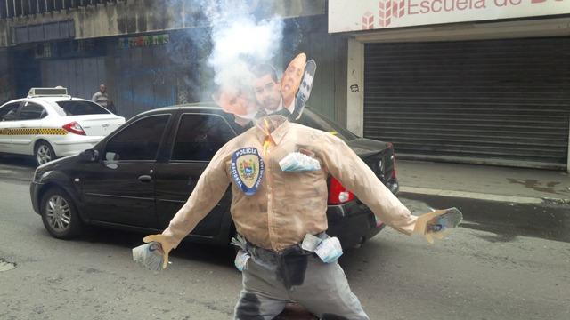 Frente a la Defensoría en Caracas ardió el Judas Maduro Moreno Saab de Rodríguez