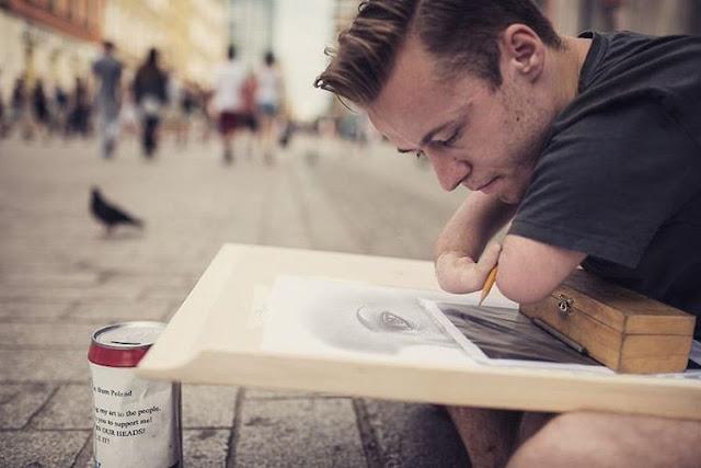 Retratos fotorrealistas dibujados por un artista nacido sin manos