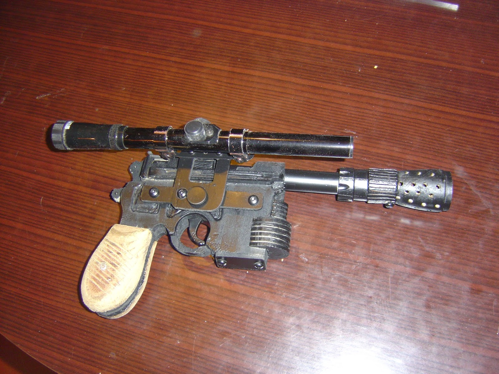 yan solo pistolaser blaster