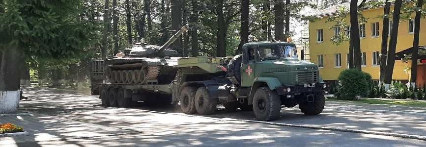 ЛБТЗ передав військовим 15 одиниць військової техніки