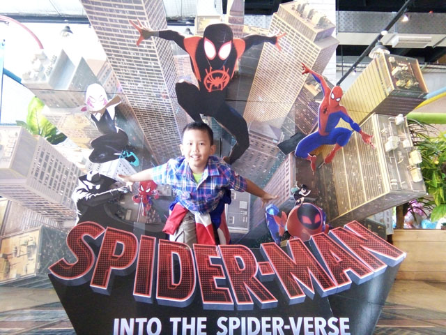 Spiderman Into the Spider Verse - Animasi Komputer dan Teknik Buku Komik Tradisional