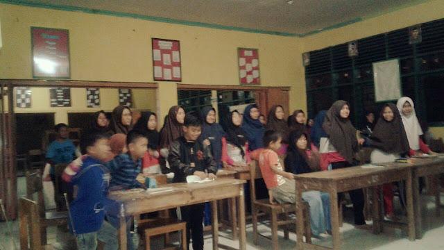 Belajar Bahasa Asing MTsN 3 Bone Gelar English Camp