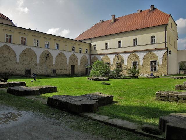 Dawne Opactwo Cystersów - dziś m.in. siedziba Izby Pamiątek Regionalnych