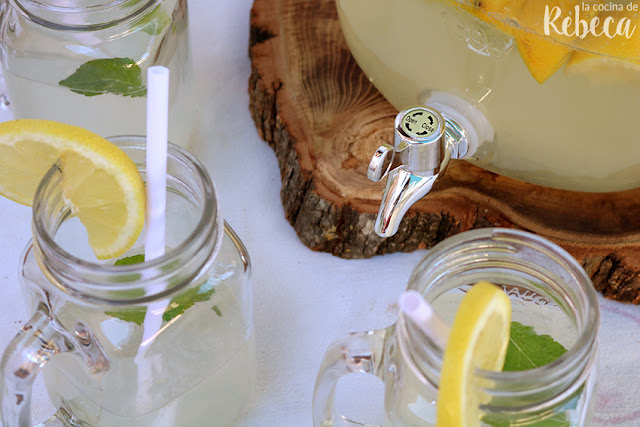 Limonada (o agua de limón)