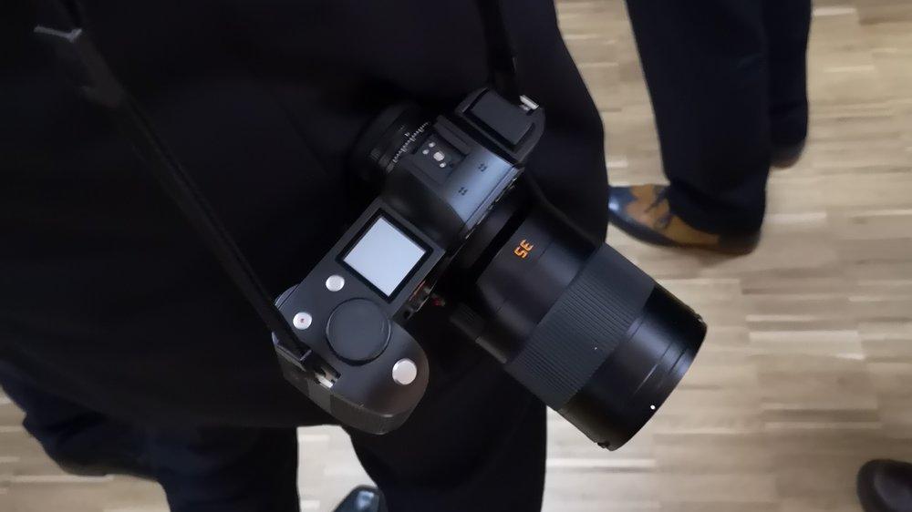 Объектив Leica Summicron-SL 35mm f/2 ASPH с камерой Leica SL