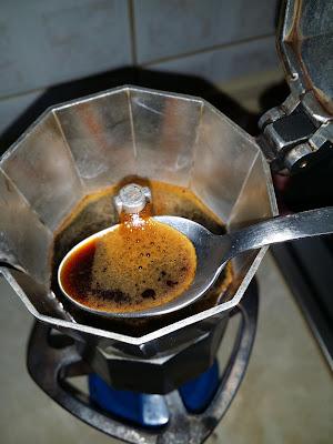 Πως να απολαύσετε ένα αυθεντικό Ιταλικό καφέ με μπρίκι espresso 4
