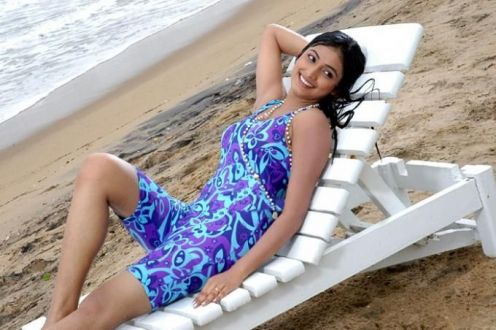 beloved and gorgeous Hari priya sexy wet pics in saree n swimsuit