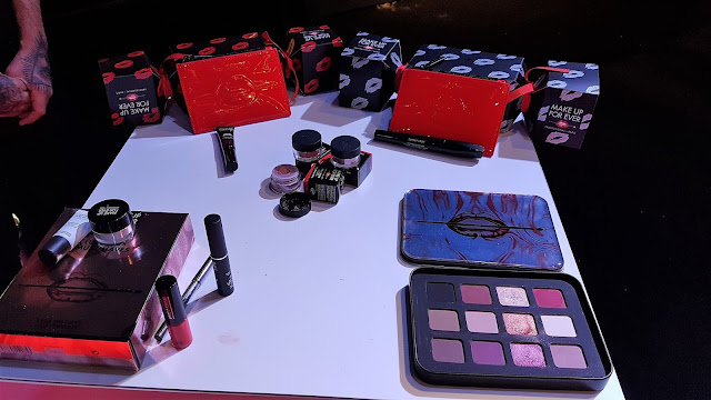 regali di natale sephora - kit make up forever