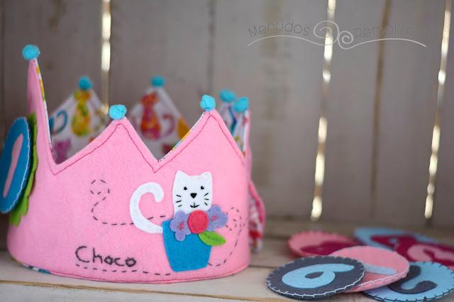 Reverso corona de cumpleaños gatitos