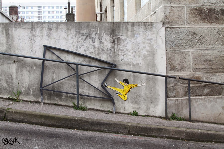 03-Bruce-Lee-OakOak-Street-Art-Drawing-in-the-City-www-designstack-co