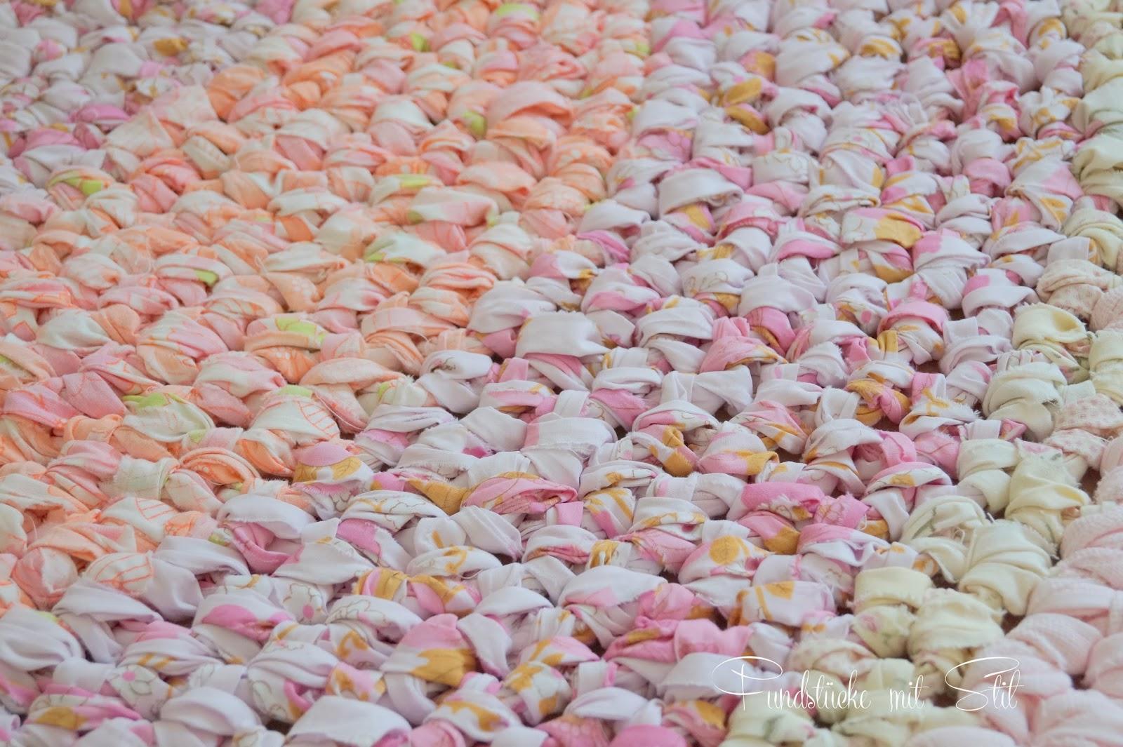 Fundstücke mit Stil: DIY- Teppich aus Bettwäsche