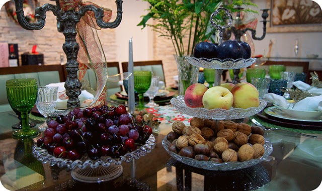 Mesa : Ceia de Natal - Decoração para o Jantar : Cereja Ameixa Pêssego Castanhas