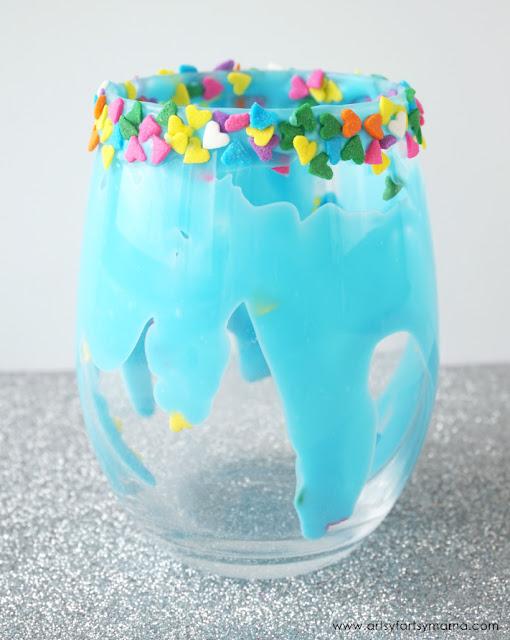 Make your own unicorn drinks at home like this Cute Sparkle Unicorn Milkshake recipe
