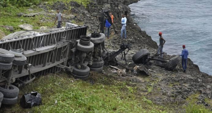 De últimos minutos. Conductor de camión resulta herido en accidente en autopista Las Américas
