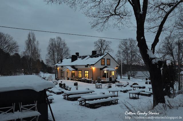 Schwedisches Haus im Schnee