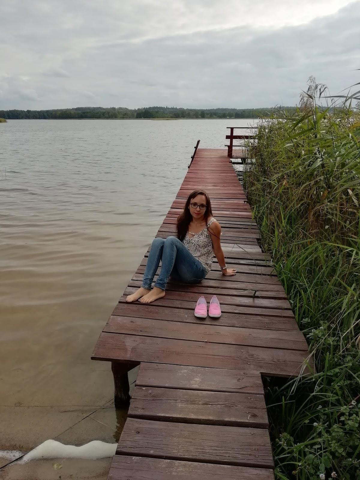 sesja zdjęciowa nad jeziorem na mazurach