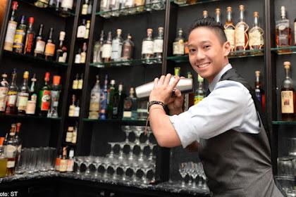 Lowongan Kerja Bar Staff / Waitress / PR