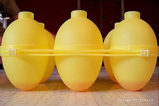 Сладкие пасхальные яйца в полоску