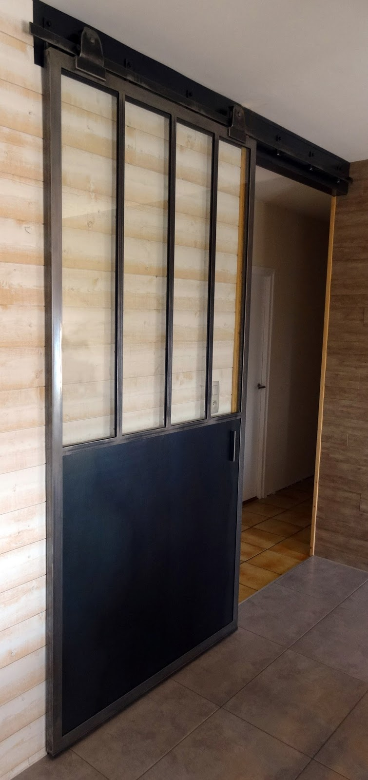 ferronnerie mtallerie serrurerie deuxsvres lart du ferplay ensem ue petite porte placard en tole. Black Bedroom Furniture Sets. Home Design Ideas