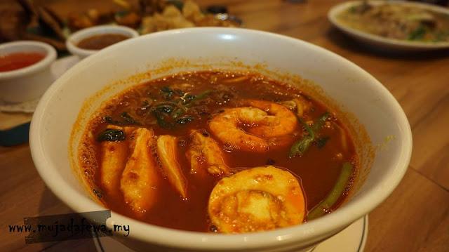 review restoran madam kwans pavilion kuala lumpur