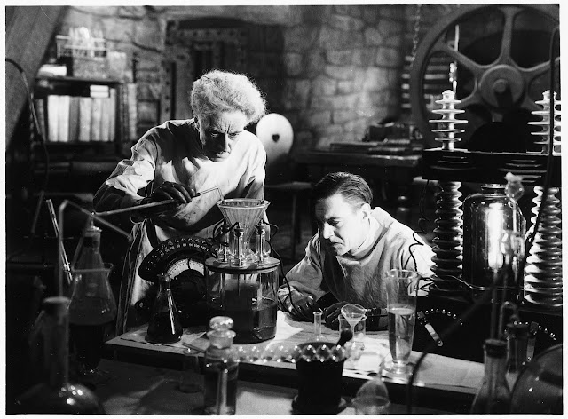 Ernest Thesiger (as Doctor Pretorius) and Colin Clive (as Henry Frankenstein) in The Bride of Frankenstein (1935)